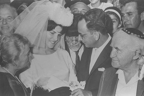 1963 Contrae matrimonio con Ofira Erez