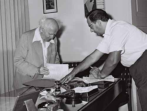 1952 | سكرتير سياسي – بن غوريون