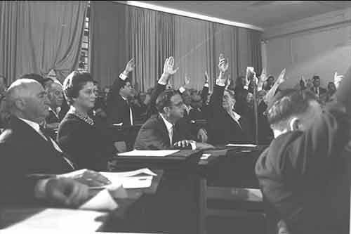 1965 Miembro del Parlamento (Knesset) y presidente del Comité Obrero Sionista (Hapoel Hatzioni)